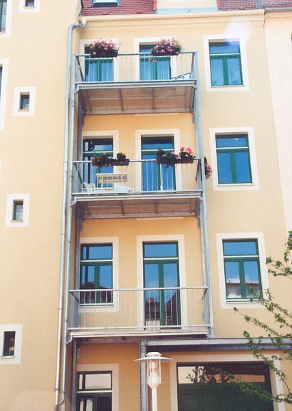 balkone stahlbalkone sowie schmiedeeiserne gel nder durch den metallbau schwer in oppach. Black Bedroom Furniture Sets. Home Design Ideas